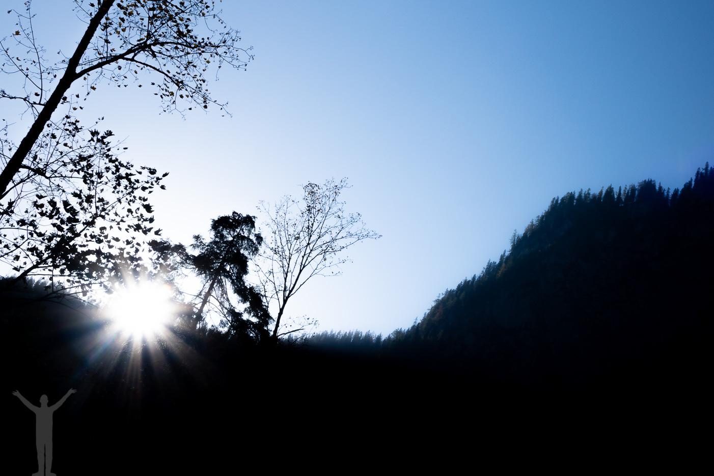 Solen orkar knappt över bergen