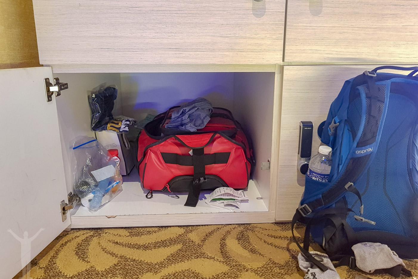 Förvaringsskåp för väskor