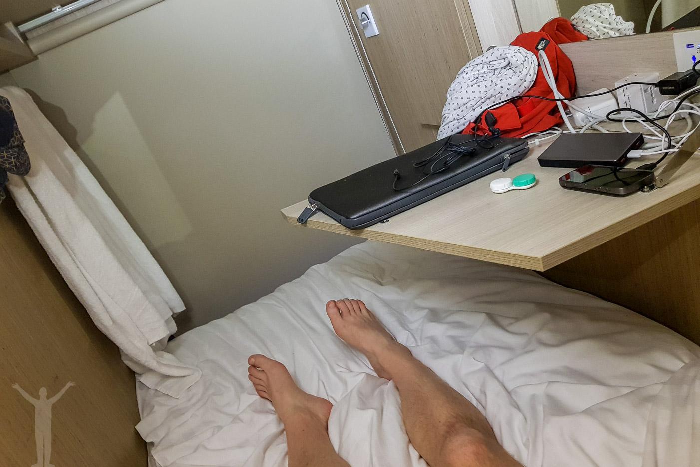 Sovplatsen på mitt kapselhotell i Singapore