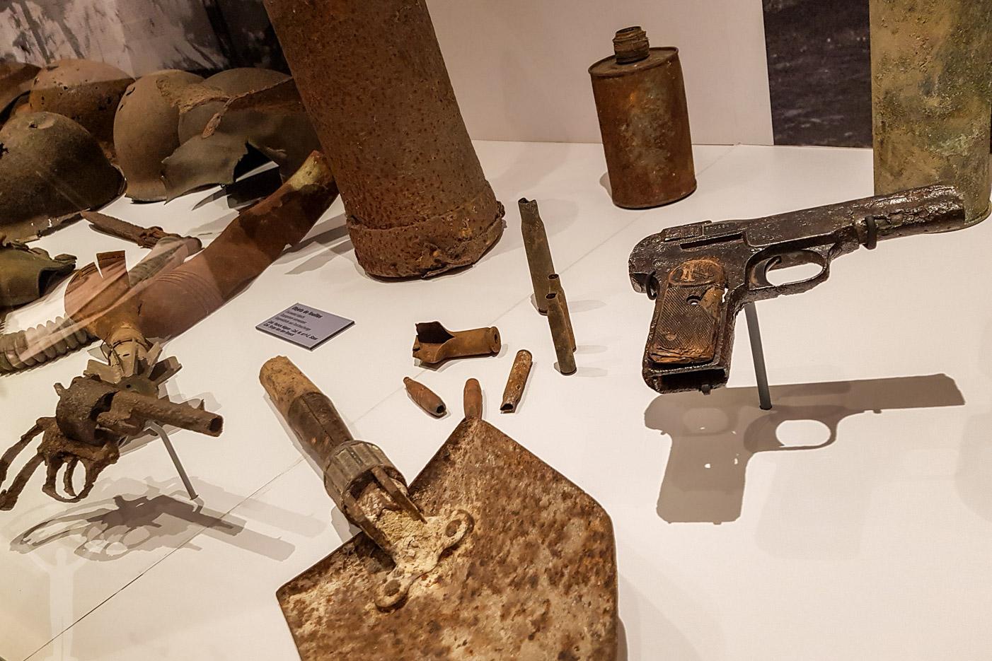 Uppgrävda vapen från andra världskriget