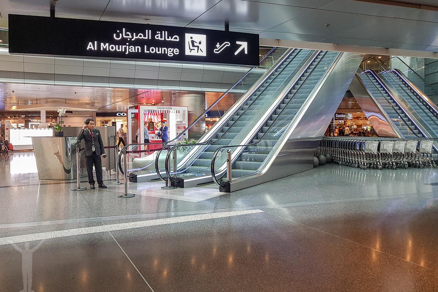 Rulltrappan till Al Mourjan Business Lounge