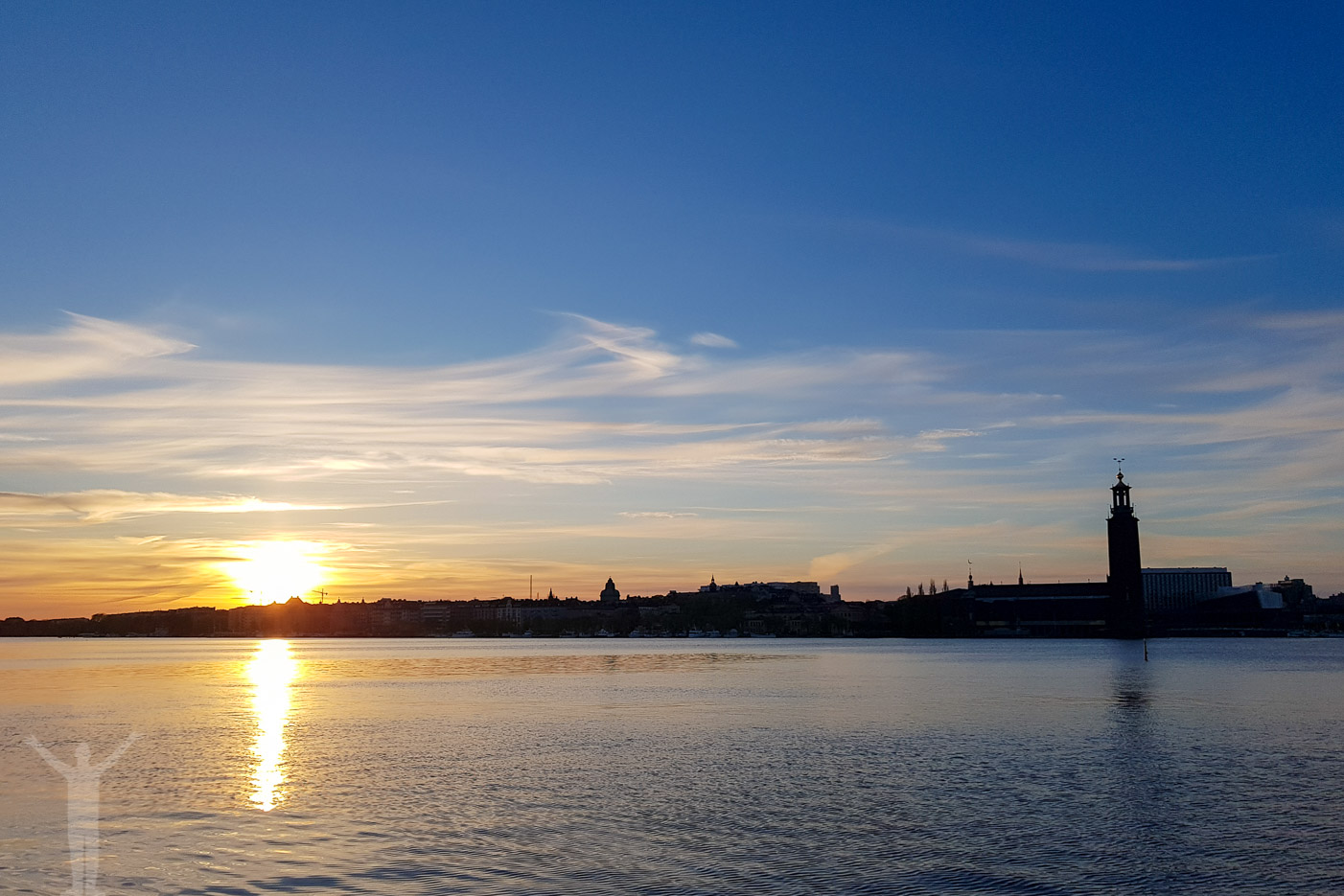 Stockholm och solnedgång från Söder Mälarstrand