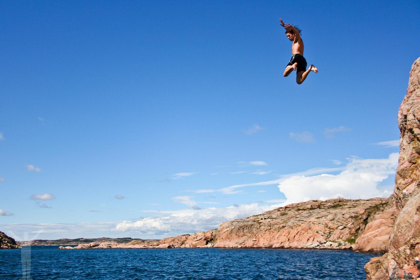Skalhamn och hopp ner i havet. Riktig svemester!