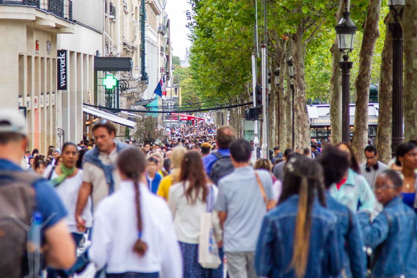 Överbefolkat i Paris