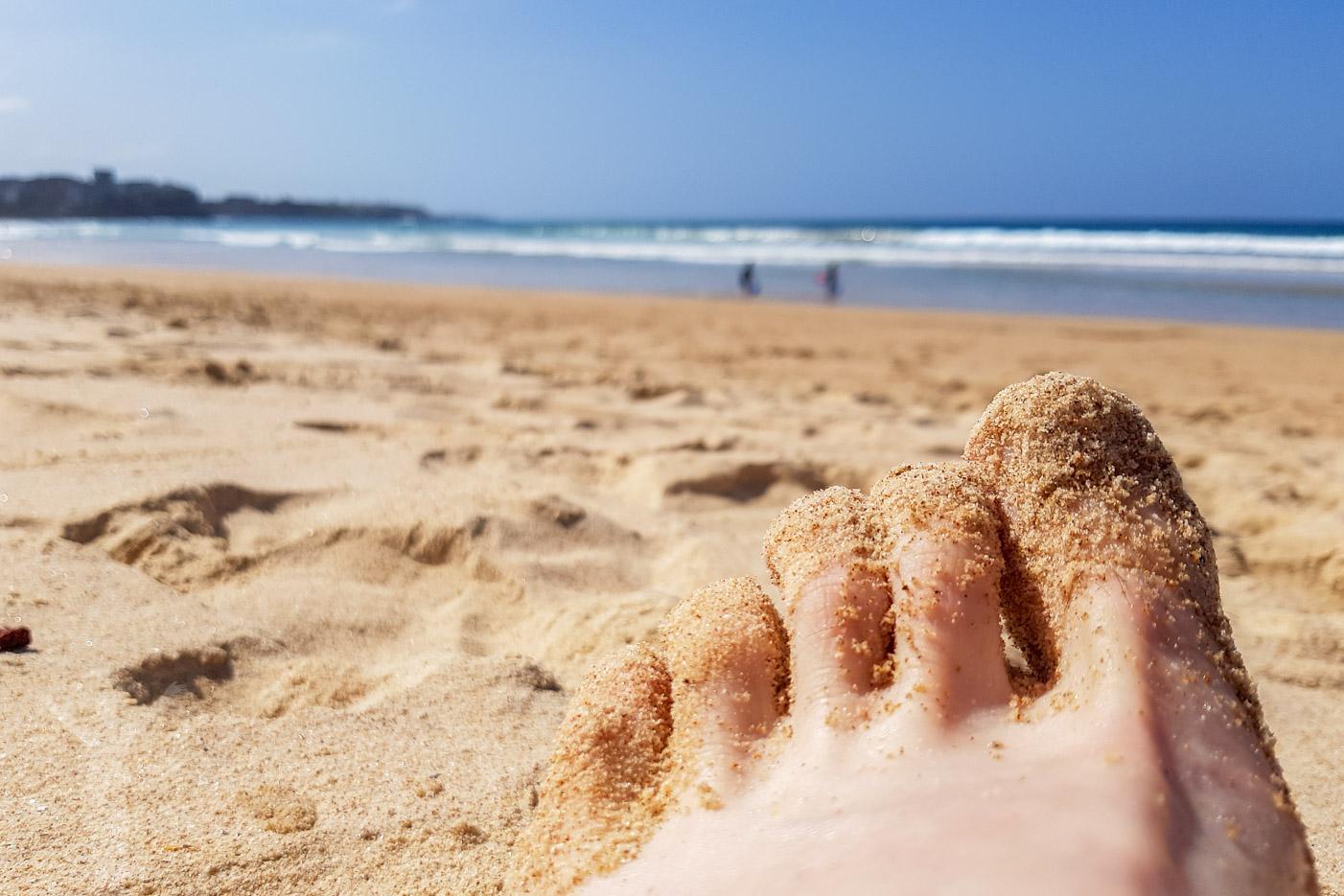 Blöta fötter på Manly Beach