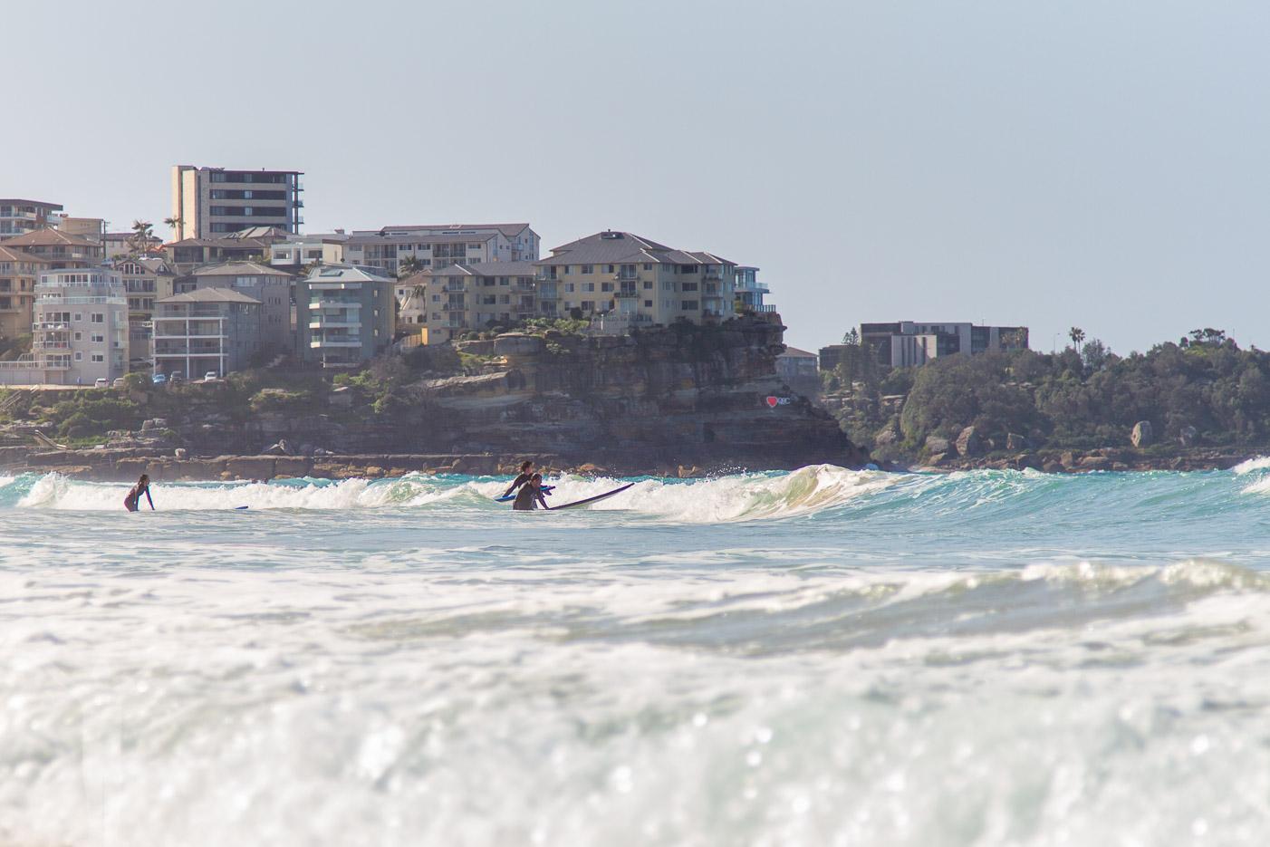 Surfare på Manly Beach, strax utanför Sydney