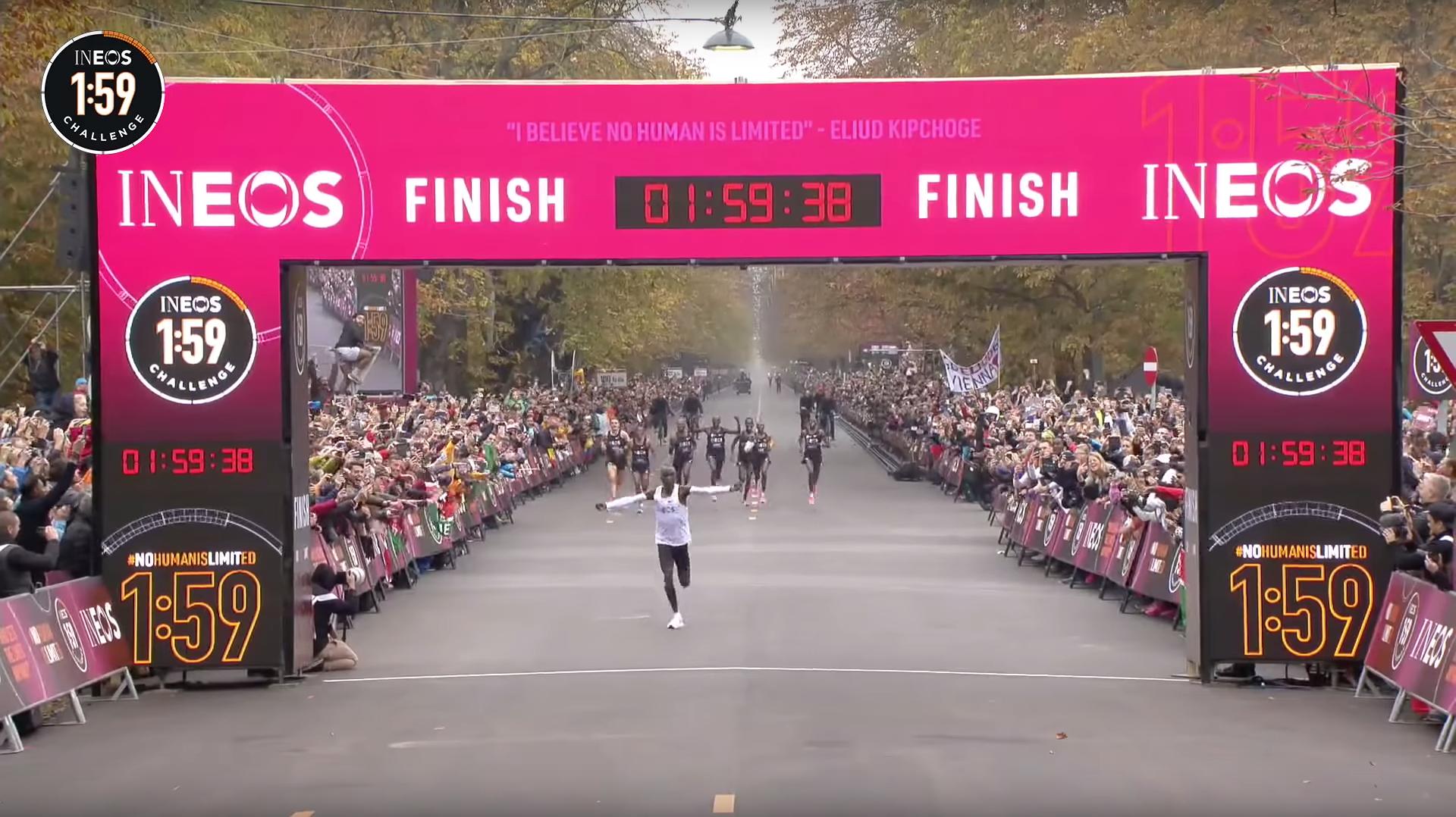 Eliud Kipchoge sätter världsrekord på maraton - under 2 timmar!