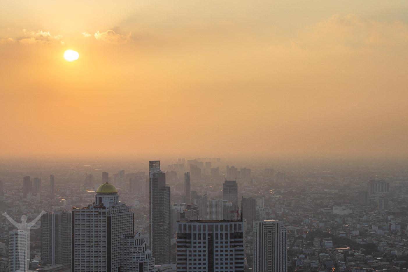 Solnedgång över Bangkok.