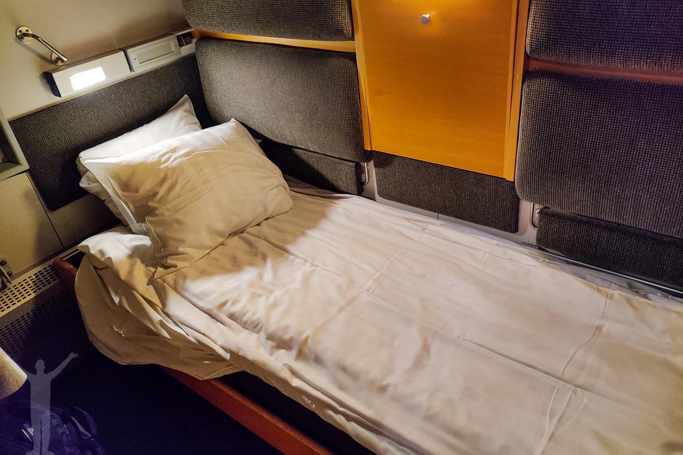 Bäddad säng på SJ:s nattåg