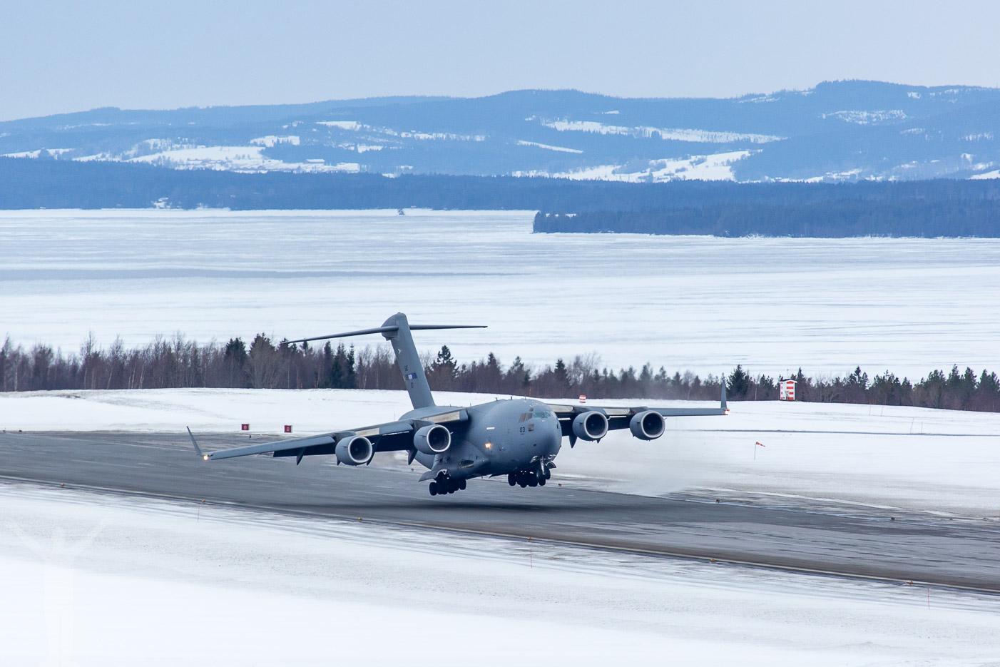 Boeing C-17 på Åre Östersund Airport