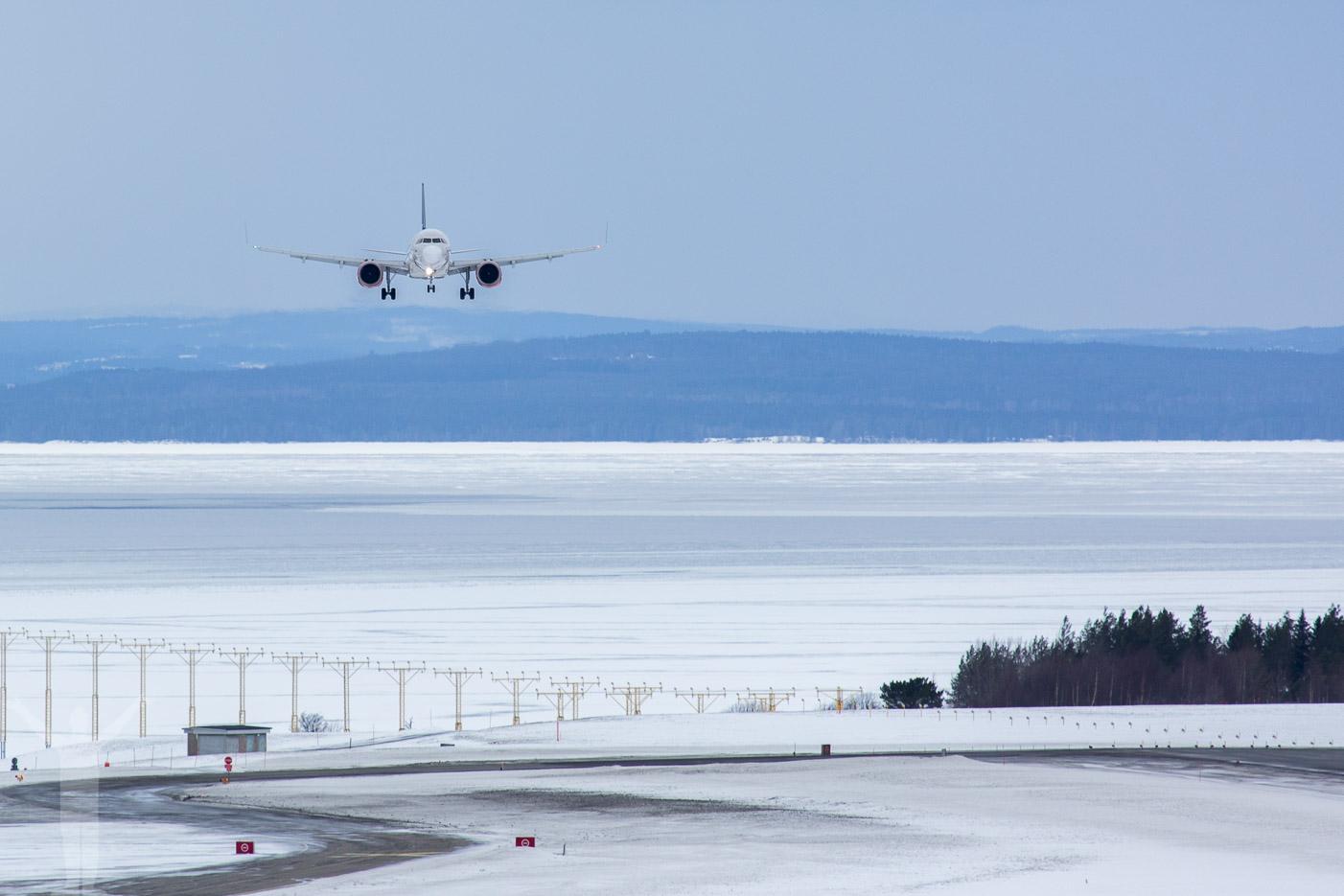 SAS A320neo inför landning på Frösön