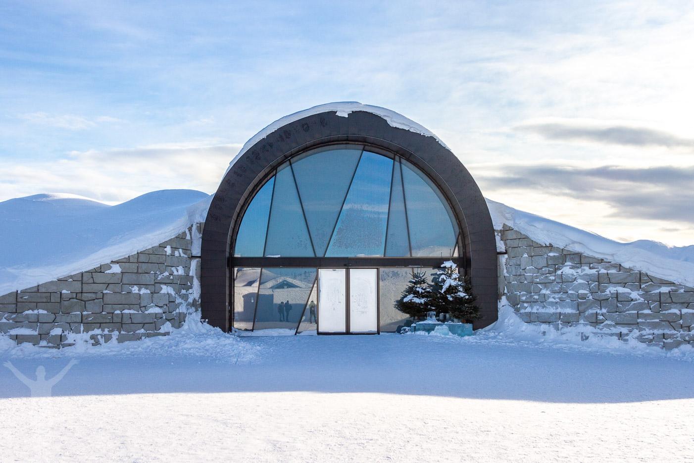 Entrén till isbaren i Jukkasjärvi