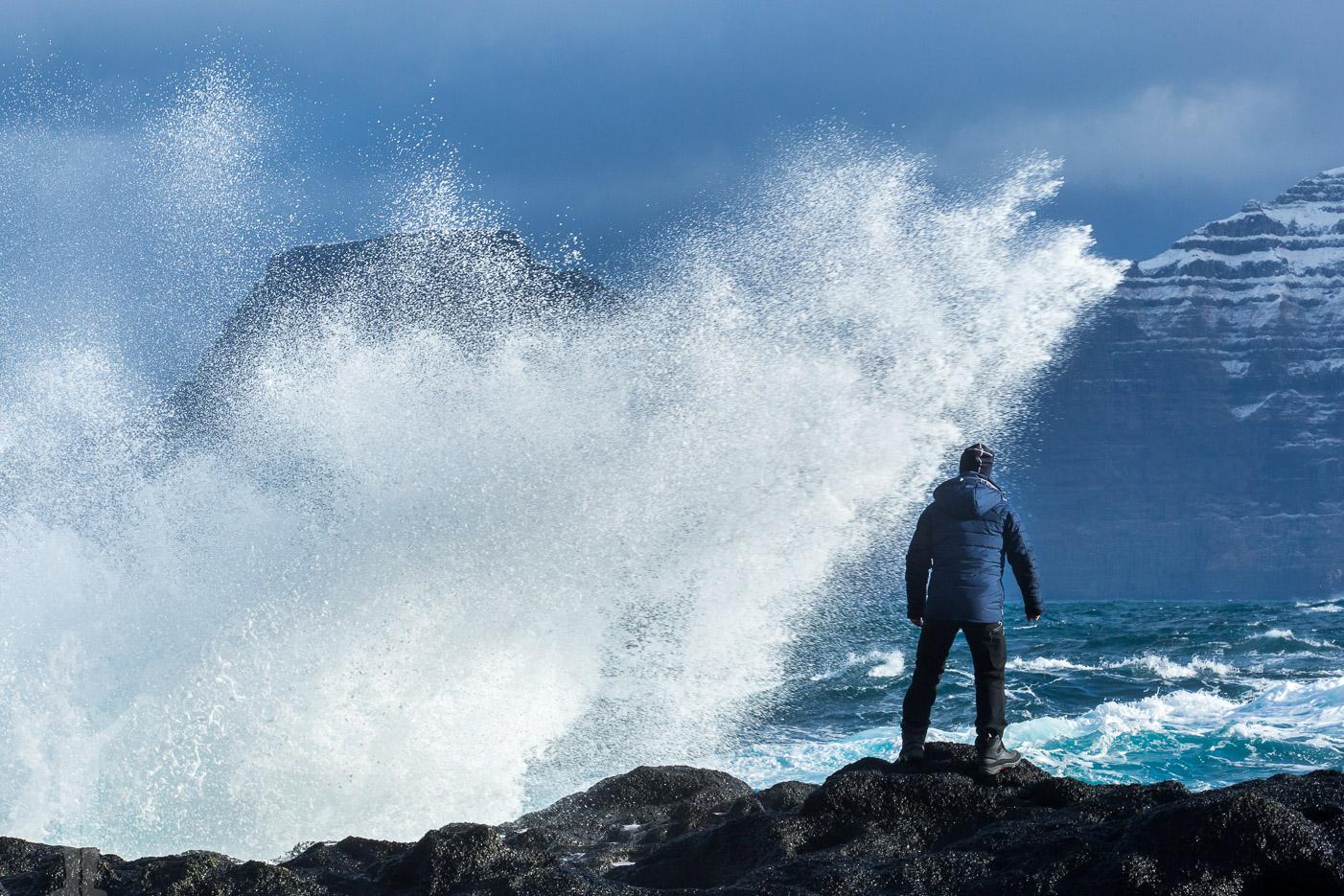 Atlanten ryter ifrån på Färöarna