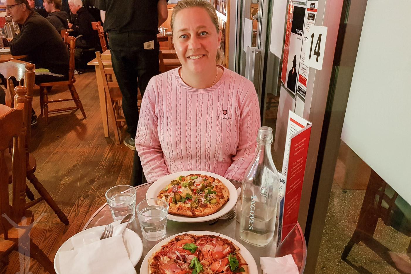 Pizza på Nicos i Port Campbell