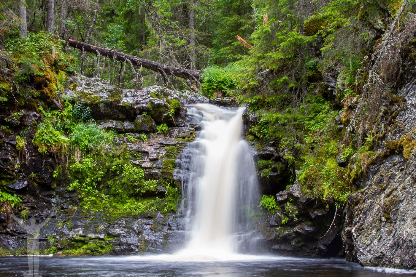 Ett mindre vattenfall längs Fettjeån