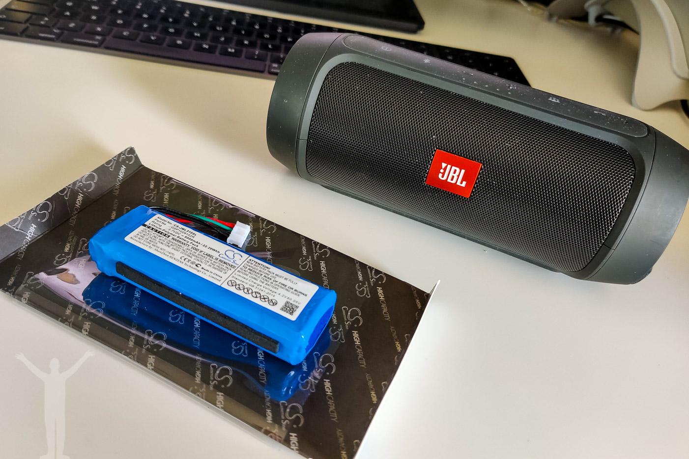 Byta batteri på JBL Charge 2+