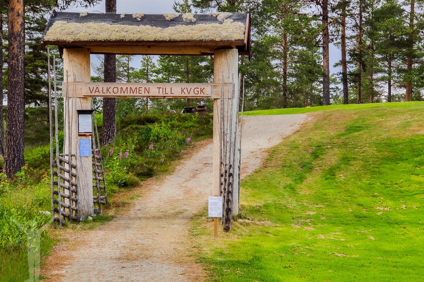 Entrén och vägen till första tee