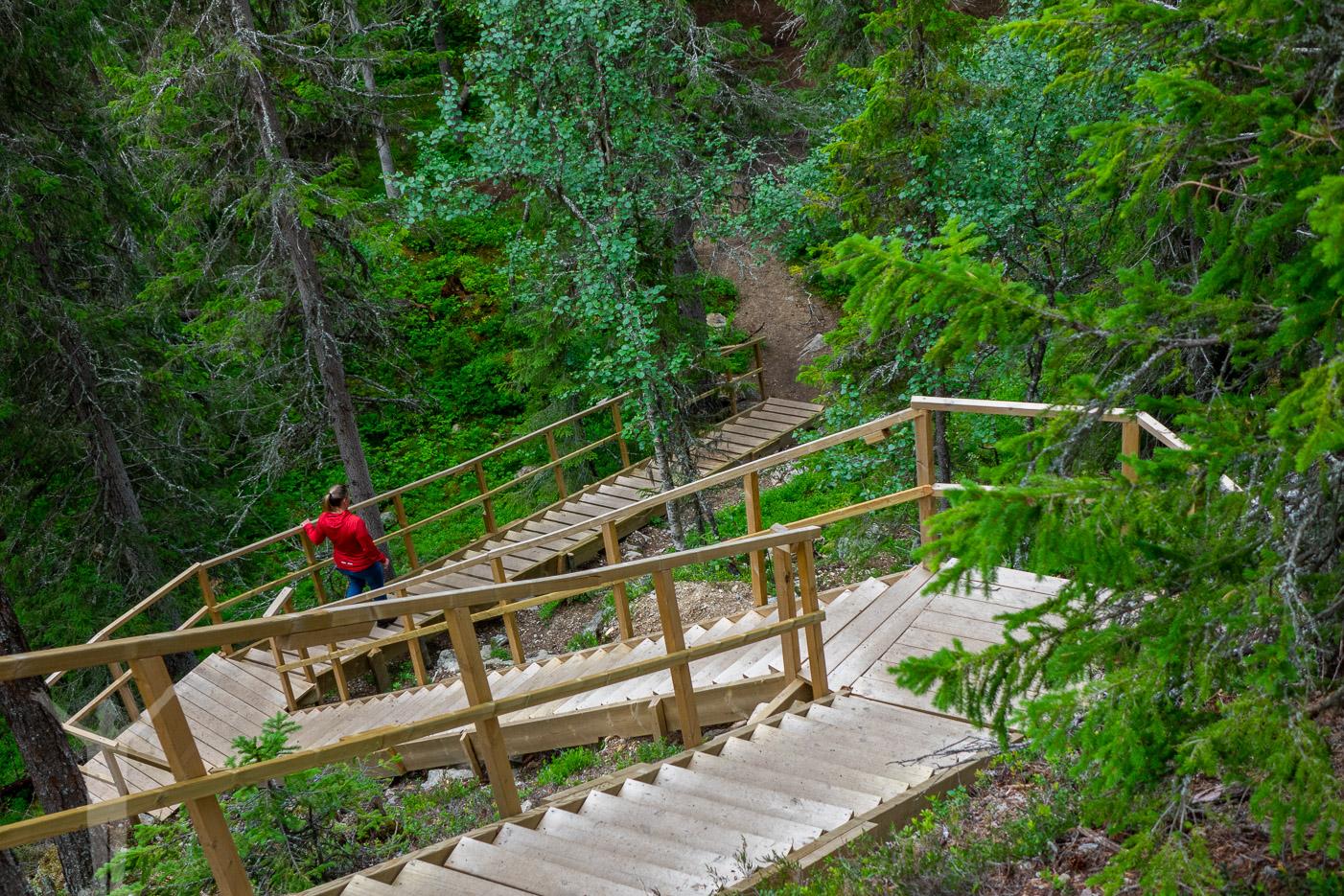 Trapporna ner till Sångbäcksfallet