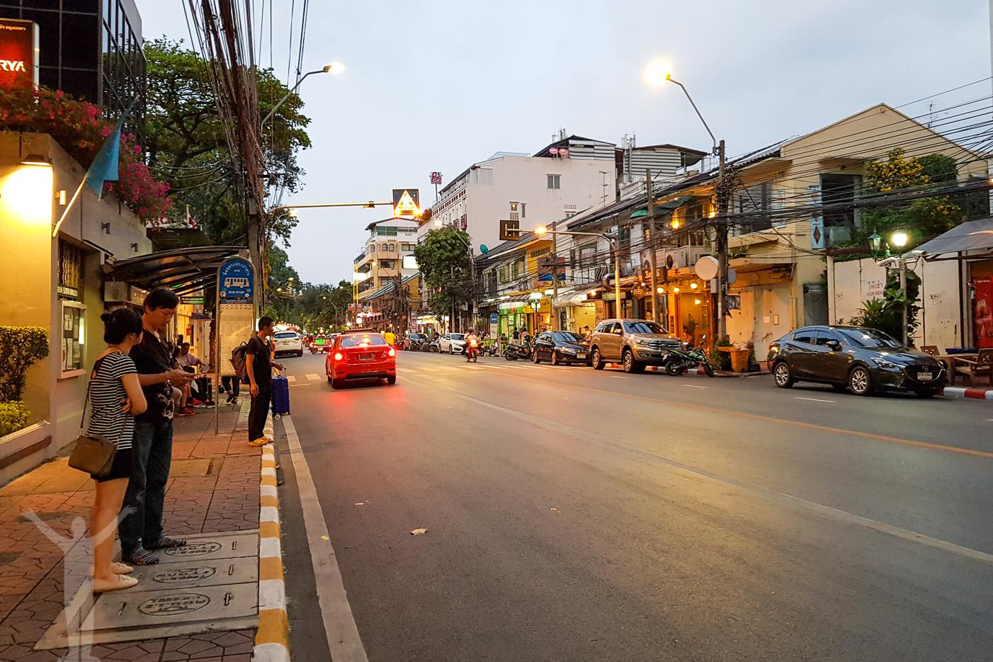 Utanför Hotel Riva Surya, Bangkok