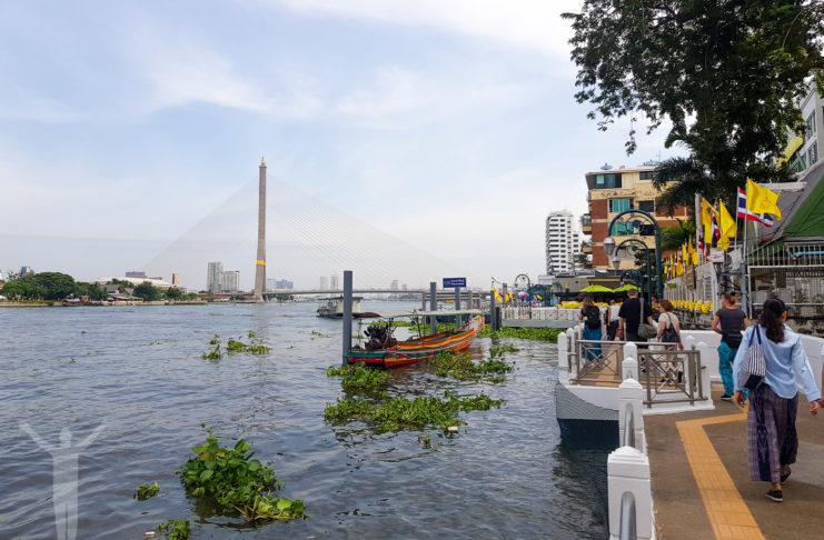 Vi åkte mycket flodbåt på Chaow Praya River