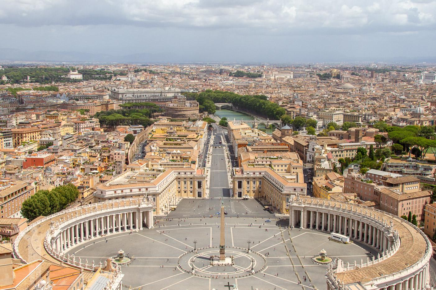 Utsikt från kupolen på Peterskyrkan - som man ska göra i Rom