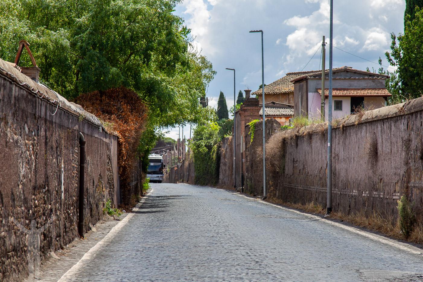 Vi mötte även bussar på Via Appia Antica