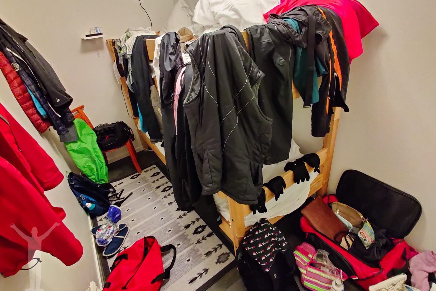 Kläder på tork i rummet