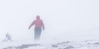 Maria vandrar i snöstorm till Låktatjåkko fjällstation