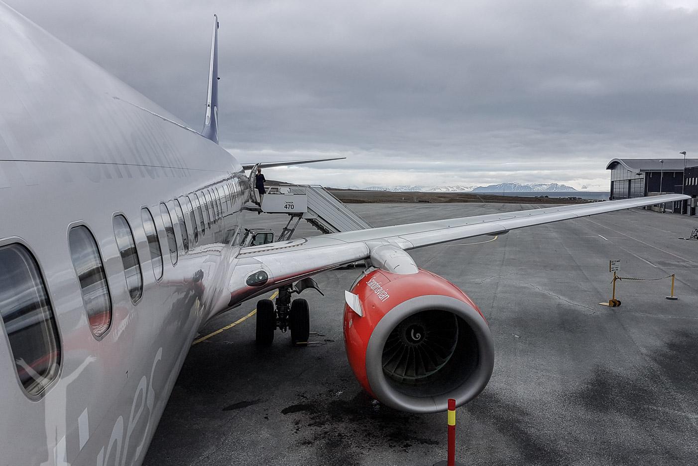 Svalbard Airport, LYR