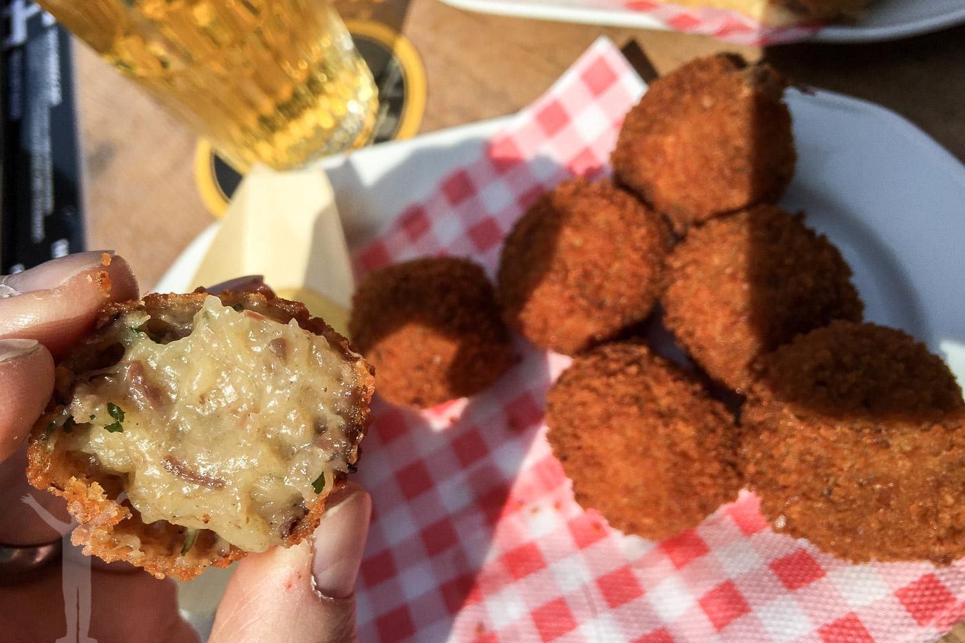 Äta Bitterballen - ett av många tips för Amsterdam