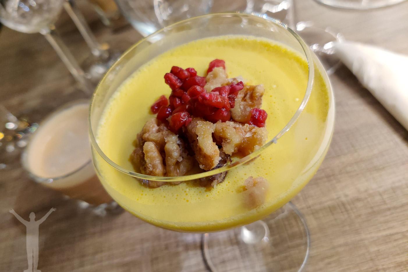 Avslutningen på ett alternativt julbord! Saffrans-pannacotta toppad med kanderade nötter, stjörnanis glace & granatäpple