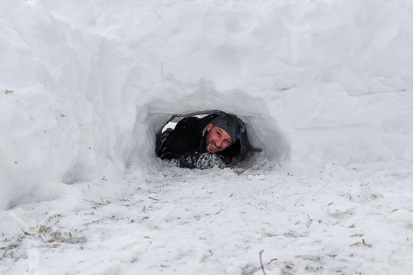 Dryden har grävt en snögrotta
