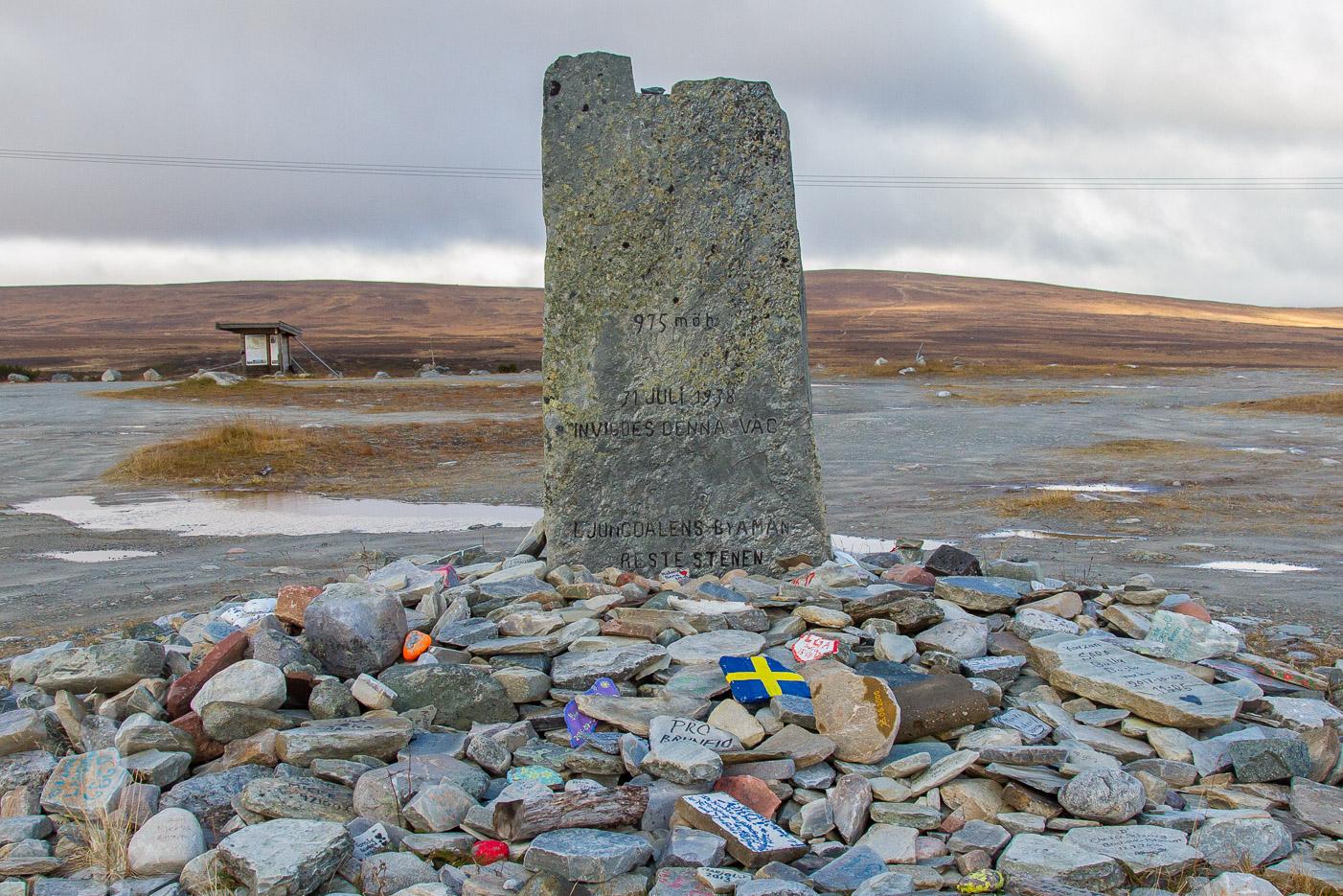 Minnesmärke vid Flatruet - Sveriges högst belägna väg