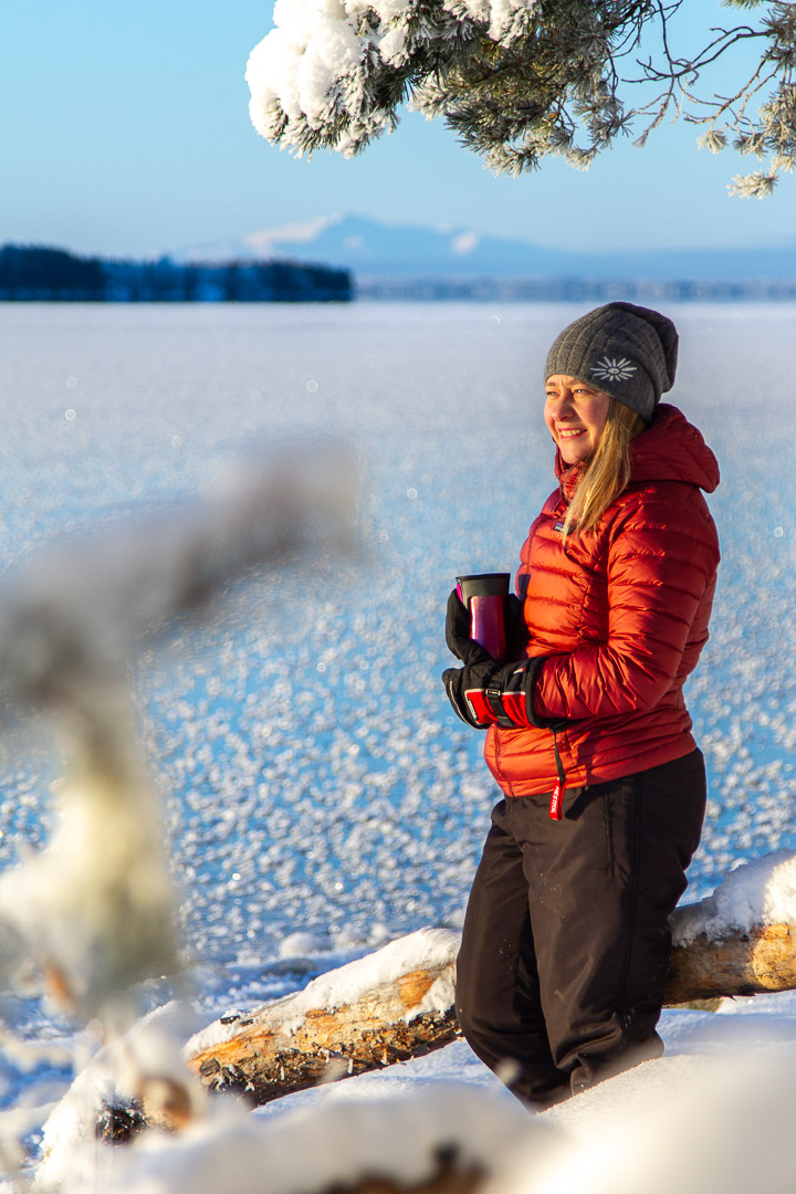 Maria njuter av vinter vid Storsjön