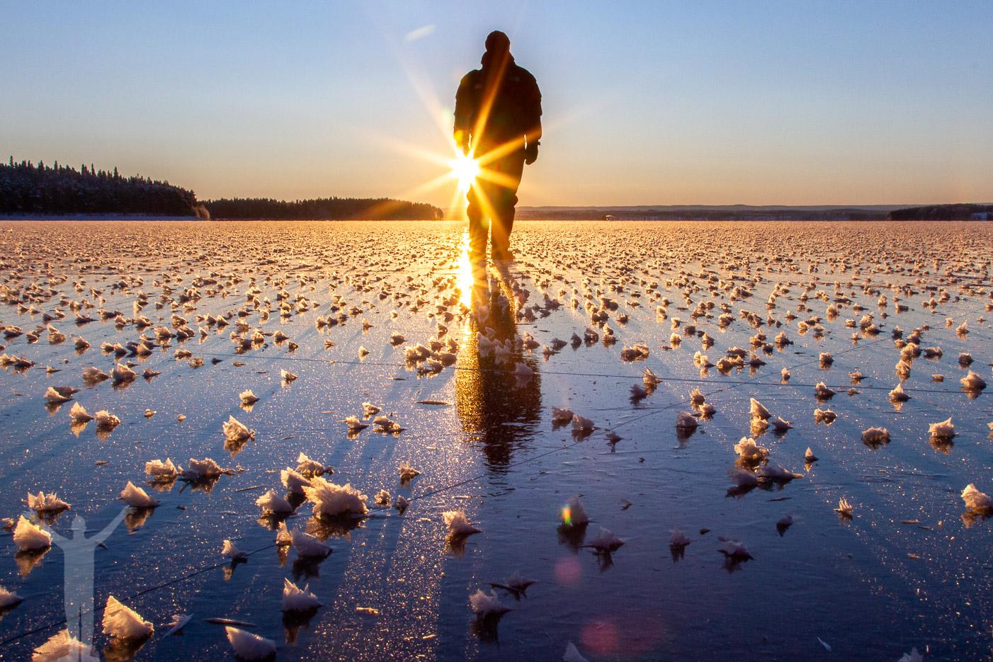 Maria i motljus på Storsjöns is