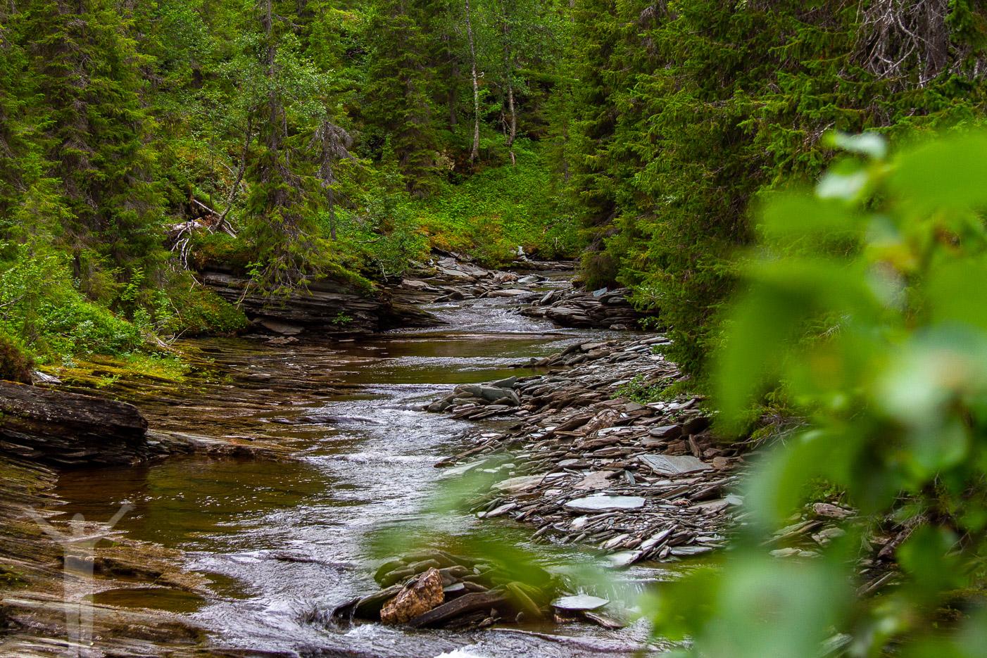 Vattendragen efter övre Brakkåfallet