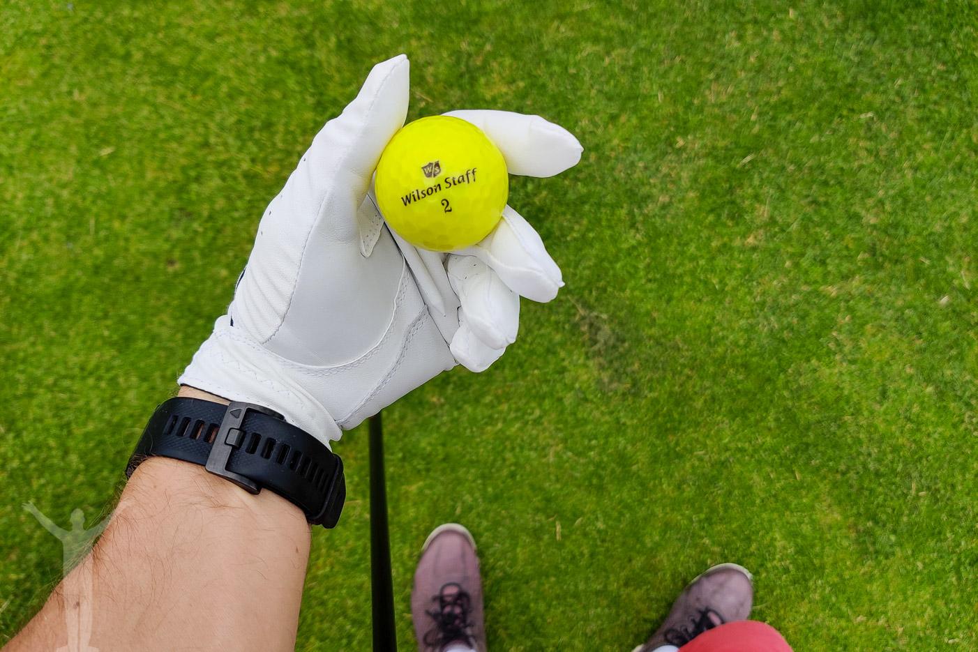 Gul golfboll