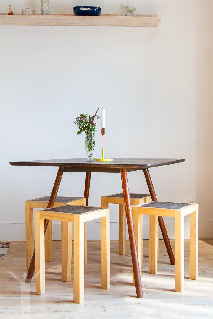 Matbord och stolar på Upperud