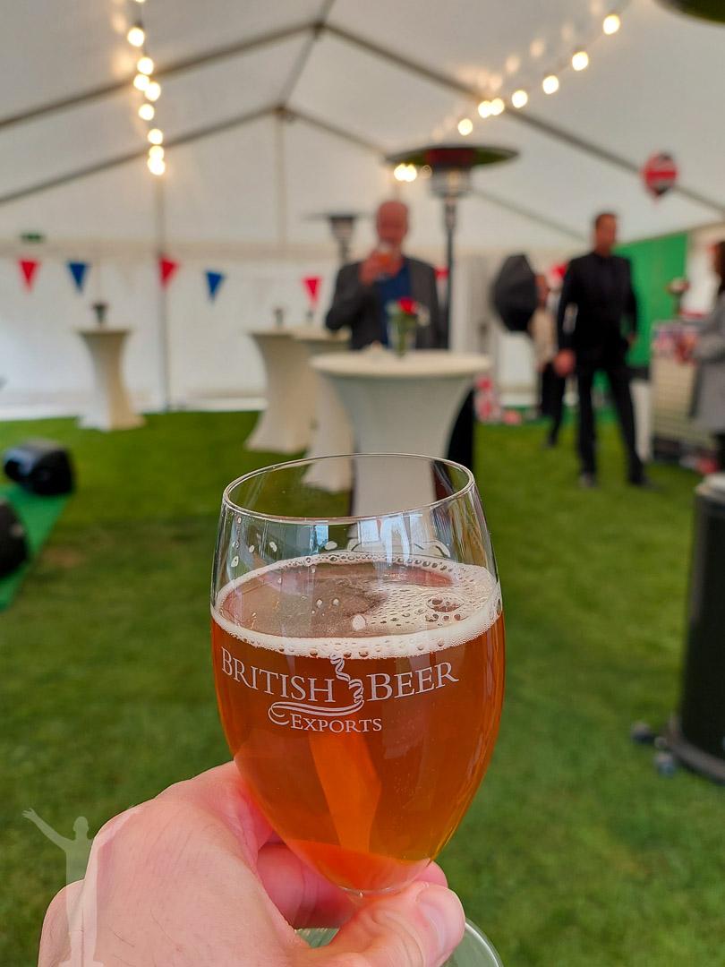 London Pride - öl på ambassaden