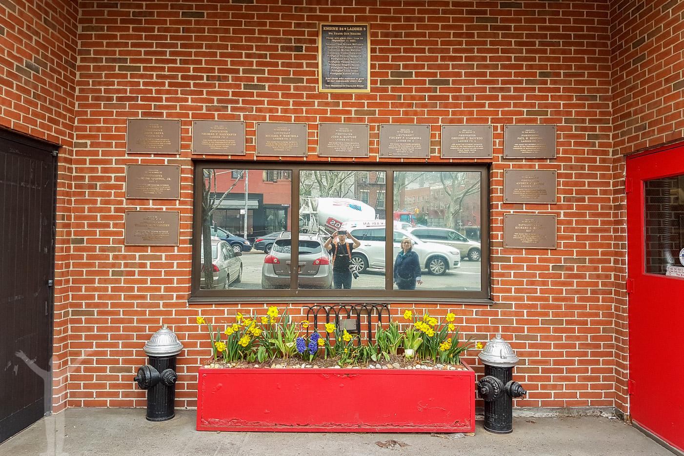 Minnesplats vid en brandstation på södra Manhattan